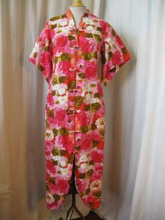 1960s Hawaiian robe with tropical print