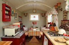 Stardust-Scotland,-luxury-self-catering-Boathouse-9