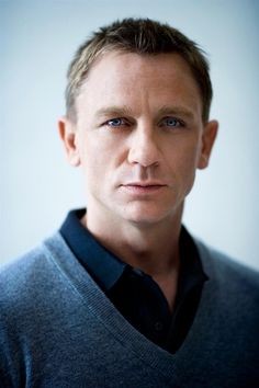 daniel craig. such blue eyes.