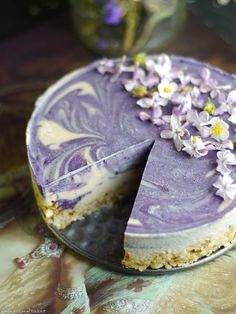 Healthy vegan cheesecake Lilac Dream Cheesecake Raw & Free From: gluten & grains, dairy, and refined sugar Desserts Crus, Raw Vegan Desserts, Vegan Sweets, Raw Food Recipes, Just Desserts, Cooking Recipes, Vegan Raw, Cooking Tips, Healthy Cheesecake Recipes