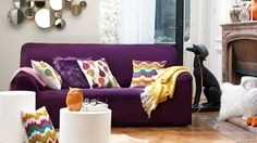 canapé violet et coussins coloré et fun