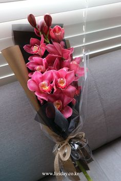 Things to Know about Deals on Valentine's Day Flowers Online Beautiful Bouquet Of Flowers, Silk Flowers, Dried Flowers, Beautiful Flowers, Send Flowers Online, How To Wrap Flowers, Flower Packaging, Cymbidium Orchids, Flower Aesthetic