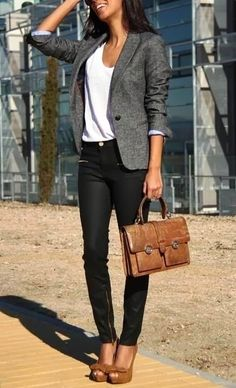 Decent work outfits with skinny jeans, blazer and t-shirt