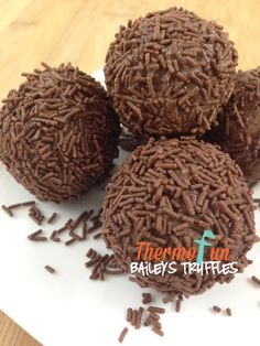 🙂 Baileys and chocolate – can life get any better I wonder? Print ThermoFun – Baileys Truffles Rate this recipe Average: 12 ratings Ingredients 20 Easy Sweets, Sweets Recipes, Xmas Recipes, Melting Chocolate, Chocolate Sprinkles, Bailey Truffles, Baileys Recipes, Bellini Recipe, Decadent Food