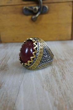 Δαχτυλίδι 'Red King' (Ατσάλι) Men Rings, Class Ring, Gemstone Rings, Silver Rings, Gemstones, Red, Jewelry, Male Rings, Jewellery Making