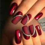 The advantage of the gel is that it allows you to enjoy your French manicure for a long time. There are four different ways to make a French manicure on gel nails. Red Nail Designs, Acrylic Nail Designs, Pedicure Designs, Rhinestone Nail Designs, Sexy Nails, Trendy Nails, Xmas Nails, Christmas Nails, Christmas Glitter