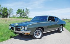 1970 Pontiac LeMans Sport. This was my 1st car except mine was gold & it was one sweet ride. Wish I still had it.