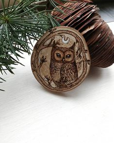 Pyrography Owl Pyrography of a barn made entirely by hand on slice of recycled wood with the use of the pyrograph (art of Burnt wood) with touches of gold and white and particular luminescent that light up in the dark, sealed with transparent fixative for Ensure its tightness over