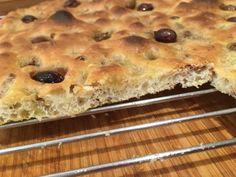 Focaccia Genovese: croccante e saporita. Foccacia Recipe, Arancini, Nigella, Naan, Olive, Banana Bread, Bakery, Cooking, Desserts