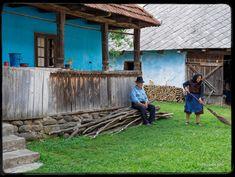 Peste tot parinți-s singuri, iar satul încet se stinge, Moon Art, More Photos, Outdoor Decor, Vintage, Memories, Facebook, Houses, Pictures, Moldova