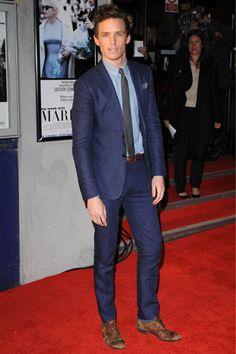 The man knows how to wear a suit that's for sure. (Eddie Redmayne)