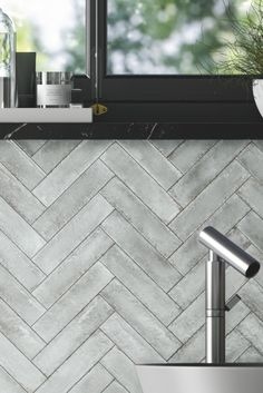 Silver splashback tiles that can transform your kitchen renovation. FREE samples of our 'Metallico' range are available to order online. Splashback Tiles, Free Samples, Wall Tiles, Tile Floor, Kitchen Ideas, Brick, Bathrooms, Home Decor, Wall Papers