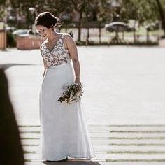 Hoy en nuestro #fb todas las fotos de esta #noviareal @lola.guinazu ... una diosa!! Ph: @rodriguezmansilla  Flores: @claveestudio  En: @arpilarweddings @quintaeltata