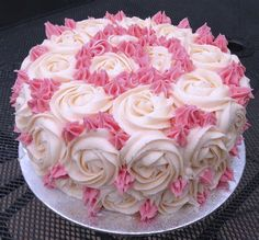 If you love rose this is perfect cake for you. The alluring look and the taste of vanilla flavor can make everyone's crazy about it. Slab Cake, Rose Cake, Love Rose, Pasta, Vanilla Flavoring, Piece Of Cakes, Creative Food, Celebrity Weddings, Amazing Cakes