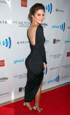 Maria Menounos booty in a figure clinging black dress