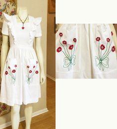 vintage designer 1940s novelty Dress Pin Up Ruffled Pinafore 3D appliqués  flowers & Bows Sweet sexy Feminine