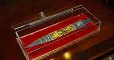 The Holy Lance, The Spear of Destiny/Longinus/luin. Supposedly the spear used to pierce Jesus' side. Legend has it that the person who possesses the spear can rule the world. Hitler had his Nazis looking for it for a chunk of the war. Ancient Aliens, Ancient Art, Ghost Videos, Unexplained Mysteries, Mandala, Spooky Scary, Creepy, Knights Templar, Roman Empire