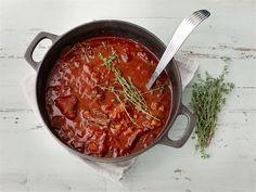 Koskenkorva-lihapata. Tuhti lihapata on syksyn ja talven hitti. Lihapata valmistuu uunissa kuin itsestään ja se paranee entisestään muutaman lämmityskerran jälkeen. Siksi pataa kannattaa valmistaa kerralla isompi satsi ja tarvittaessa vaikka pakastaa osa.