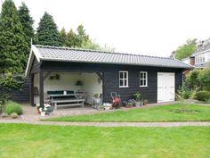 3. Traditionele zwarte schuur met overkapping veranda tuinkamer 37m2