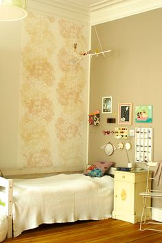 girls room with romantic flower pattern wallpaper by Susanne Thurn