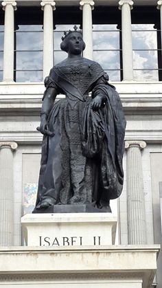 Plaza de Isabel II - Opera - Madrid not too many statues of women!