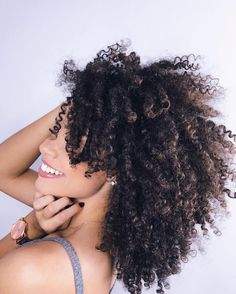 "37.4 mil curtidas, 474 comentários - Ana Lídia Lopes (@analidialopess) no Instagram: ""Oi genteeeee! ✨ Hoje é o penúltimo dia do #AnaTodoDia, passou voando né? Não esqueçam de…"" Natural Hair Care Tips, Natural Curls, Natural Hair Styles, Black Hair Care, Coily Hair, Types Of Curls, Natural Hair Inspiration, Hair Journey, Dream Hair"