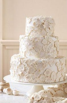 The Great Cake Debate: Fondant Vs. Buttercream (cake, cakes, sweet, details, lace, lacy, buttercream, fondant) — Loverly