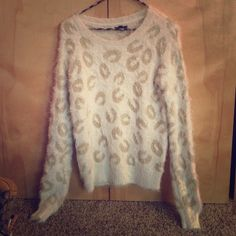 White and gold leopard print sweater Apt 9 white and gold fuzzy sweater brand new with tags and additional fabric Apt. 9 Sweaters