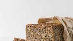 Skøn Sønderjysk Rugbrødslagkage - Cathrine Brandt Krispie Treats, Rice Krispies, Banana Bread, Desserts, Food, Tailgate Desserts, Deserts, Meals, Rice Krispie Treats