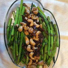 Asparagus and Cashews Pan Fried Asparagus, Asparagus Side Dish, Ways To Cook Asparagus, Easy Asparagus Recipes, Saute Asparagus, Asparagus Spears, Cashew Recipes, Healthy Recipes, Vegetable Dishes