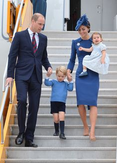 Kate Middleton Photos Photos - Prince William, Duke of Cambridge, Catherine, Duchess of Cambridge, Prince George of Cambridge and Princess Charlotte of Cambridge arrive at Victoria International Airport on September 24, 2016 in Victoria, Canada. - 2016 Royal Tour to Canada of the Duke and Duchess of Cambridge - Victoria, British Columbia