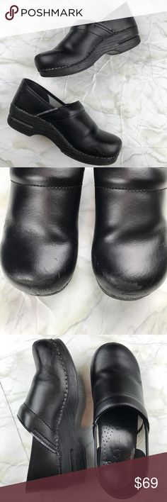 Dansko Black Leather Clogs Size 40 Wide Experience all day comfort and support with classic Dansko professional clogs. Originally purchased for over $100. Please use the size chart to determine your size. Preowned from a smoke free home, in good used condition, with some wear on the toe and sides as shown. Check out the other items in my closet and create your own custom bundle! Dansko Shoes Mules & Clogs
