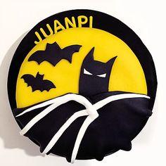 Batman Cake / Torta Batman Bat Signal, Superhero Logos, Batman, Cakes, Kids, Sweets, Young Children, Boys, Cake Makers