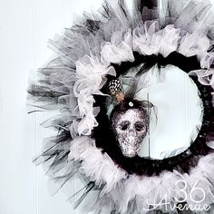 Halloween DIY Wreath Tutorial... - I want this for my front door so bad! it is just too cute!!-