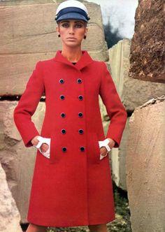 D'aspect Militaire d'Yves Saint-Laurent L'officiel magazine 1966