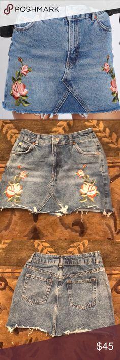 EUC TopShop Petite Rose Jean Skirt Size 4 EUC TopShop Petite Rose Jean Skirt Size 4 Topshop PETITE Skirts Mini
