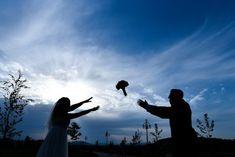 Fotografia de nuntă trebuie să fie fabuloasă din toate punctele de vedere și emoțiile reflectate de imagini trebuie să fie aceleași cu cele trăite de voi în ziua evenimentului. Pentru asta, fiind fotograful vostru, mă implic emoțional în fiecare eveniment.  Îmi place să captez momentele și să le transpun într-o poveste. Povestea nunții voastre. Sunt cu siguranță cadre pe... Facebook Instagram, Wedding Photography, Concert, Concerts, Wedding Photos, Wedding Pictures
