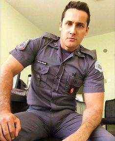 Man in uniform? Cop Uniform, Men In Uniform, Police Uniforms, Police Officer, Sexy Military Men, Hot Cops, Hommes Sexy, Muscular Men, Older Men