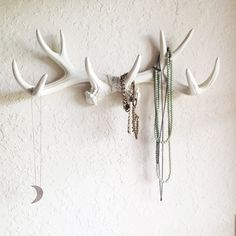 Found some plastic fighting antlers. WHITE or CHOOSE Faux Deer Antler Decor // Hook // Jewelry Holder // Wall Antlers // Cabin Decor // Wedding // Faux Taxidermy // Mug Holder Rustic Wall Hooks, Rustic Walls, Wolf Skull, Antler Art, Antler Mount, Antler Crafts, Faux Taxidermy, Taxidermy Jewelry, Lodge Decor