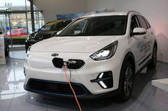 KIA im Autozentrum P&A präsentiert den neuen KIA e-Niro.  (Kia e-Niro mit 64-kWh-Batterie (Stand 12/2018): Stromverbrauch kombiniert 15,9 kWh/100 km; CO₂-Emission kombiniert 0 g/km.) Co2 Emission, Motor Car, Vehicles, Autos, Electricity Usage, Car, Vehicle, Tools