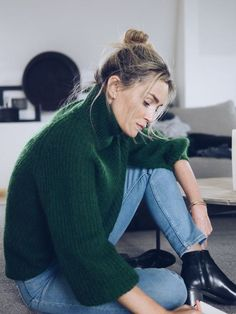 Fall look --gem-toned green oversized sweater Look Fashion, Fashion Outfits, Womens Fashion, Timeless Fashion, Fall Winter Outfits, Autumn Winter Fashion, Autumn Style, Mode Style, Style Me