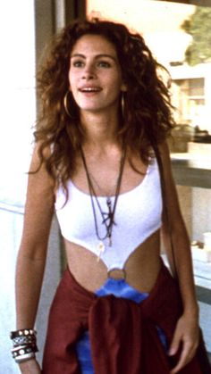 In her breakout role as Vivian Ward in Pretty Woman, Julia Roberts made a serious statement in her now-famous racy cut-out dress.