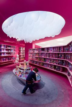 Built by Slade Architecture in Shanghai, China with date Images by Iwan Baan. Activities (Fashion Runway and Barbie Design Center Activities):Chute Gerdeman New York-based Slade Architecture ha. Shanghai, Kids Store, Toy Store, Visual Merchandising, Barbie Store, Design Commercial, Commercial Interiors, Architecture Images, School Architecture