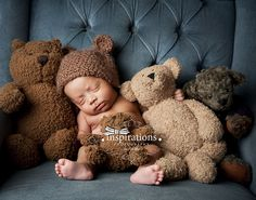Inspirations Photography Newborns. Awwwwwwwwwwwwwww. I NEED to get a baby bear hat!