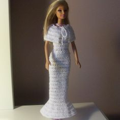 Doll Shoulder Wrap Free crochet pattern for a Barbie shoulder wrap.Free crochet pattern for a Barbie shoulder wrap. Barbie Clothes Patterns, Crochet Barbie Clothes, Doll Clothes Barbie, Barbie Dress, Clothing Patterns, Doll Dresses, Doll Patterns, Dress Patterns, Knitted Dolls