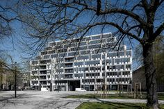 Gallery of Residential, Office and Hotel Building in Am Zirkus / Eike Becker Architects - 4