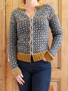 Wiolakofta i tynn alpakka Cardigan Pattern, Sweater Cardigan, Rowan Yarn, Fair Isle Pattern, Fair Isle Knitting, How To Purl Knit, Knit Picks, Knit Patterns, Fair Isles