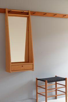 Garderobenmöbel mit Klappe aus black cherry / Seeland