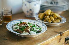 Grilled pork belly with parsley sauce (stegt flæsk med persillesovs)