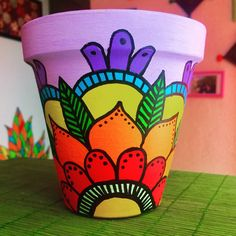 Best 12 Imagen relacionada – Page 412783122088196118 – SkillOfKing. Flower Pot Art, Flower Pot Crafts, Clay Pot Crafts, Painted Plant Pots, Painted Flower Pots, Pottery Painting Designs, Pot Jardin, Diy Tumblers, Art Drawings For Kids